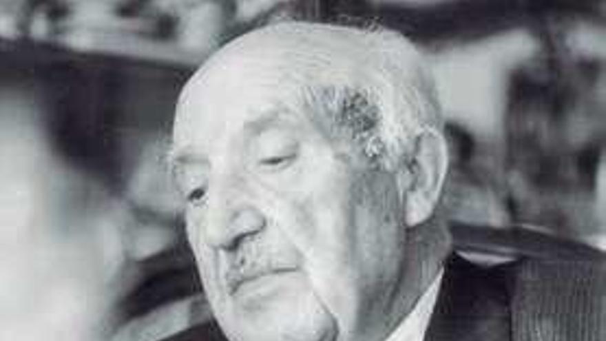 A RAG decidirá hoxe se dedica as Letras Galegas a Carvalho Calero ou a Antón Fraguas