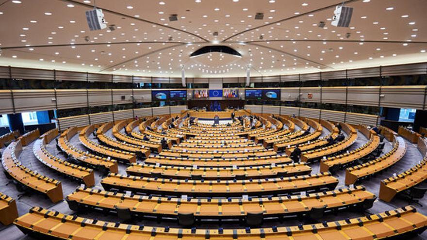 """Llum verda a la llei climàtica: la UE ha de reduir """"almenys"""" un 55% les emissions el 2030"""