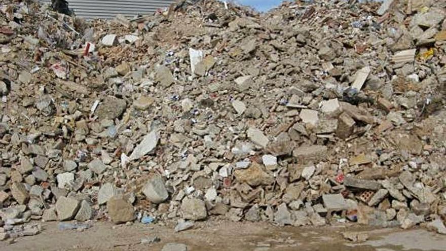El Consell de Mallorca acuerda bajar la tarifa de los restos de obra y enfrentarse a Mac Insular