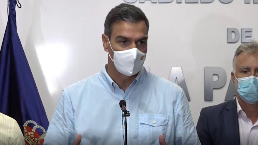 Pedro Sánchez pide prudencia a residentes en La Palma ante lo imprevisible del volcán