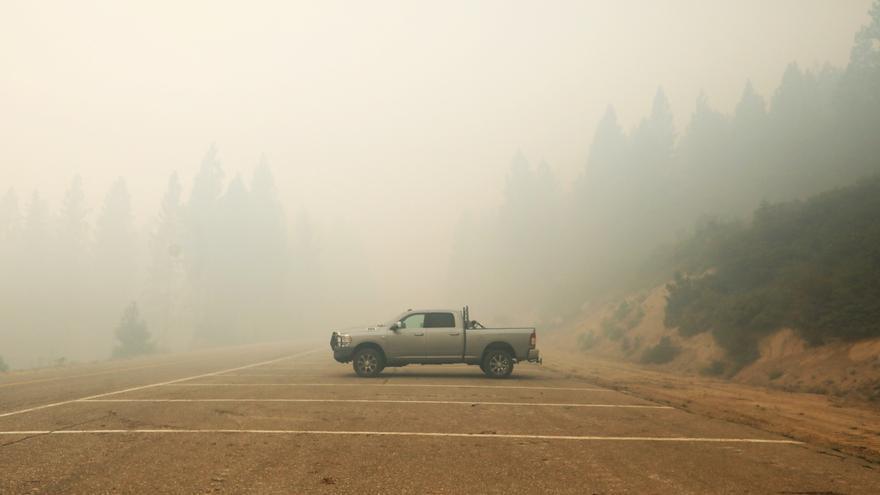 El mayor incendio activo de California obliga a evacuar un pueblo entero