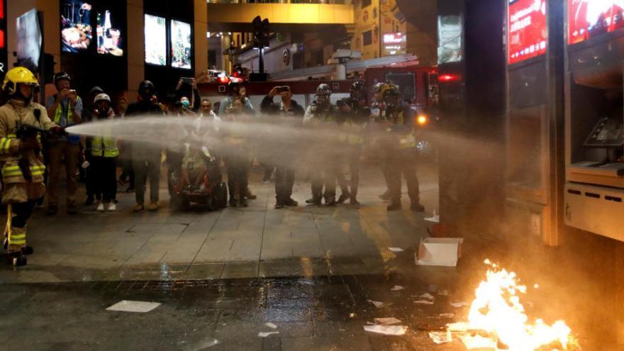 La Policía detiene a unas 400 personas en la marcha de Año Nuevo en Hong Kong