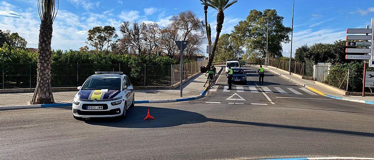 Control de policía en Canet.  | LEVANTE-EMV