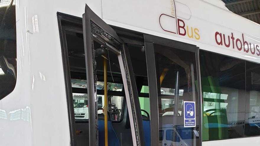 Suspendido el servicio de autobús urbano en Benavente por un golpe en la puerta trasera