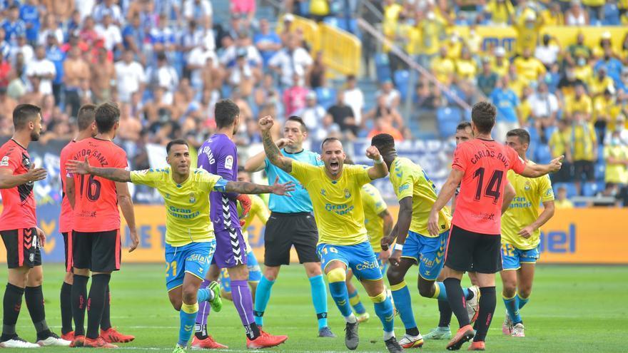 El CD Tenerife deja escapar el derbi ante la UD Las Palmas (2-1)