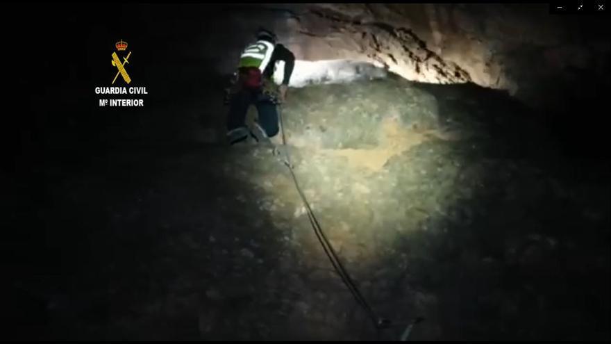 Rescatado un escalador que quedó colgado de su arnés a 15 metros de altura
