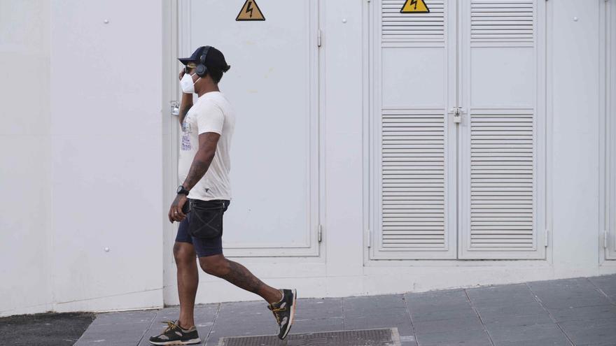 Tenerife triplica a Gran Canaria en hospitalizados y se equiparan en casos