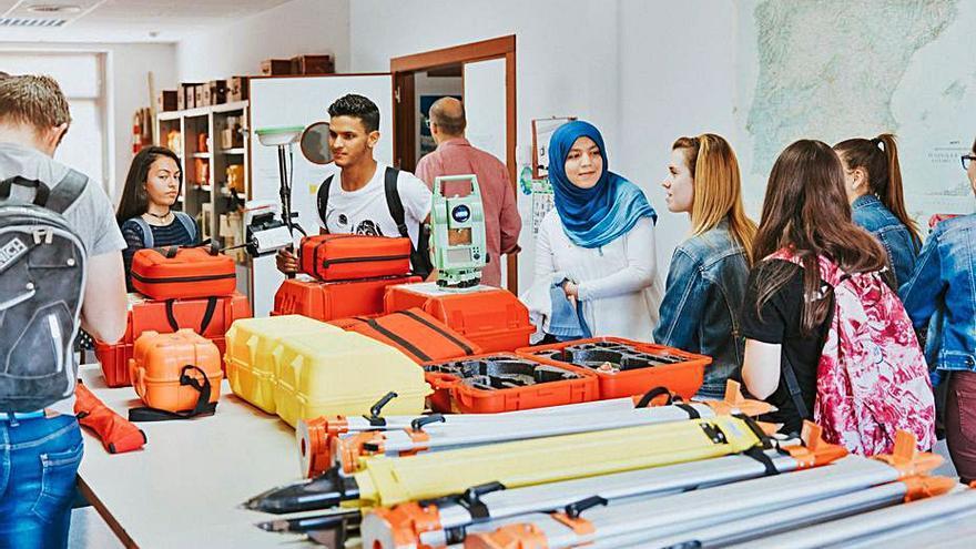El Colegio de Ingenieros Técnicos de Minas beca a los nuevos alumnos del grado en Recursos Minerales y Energía