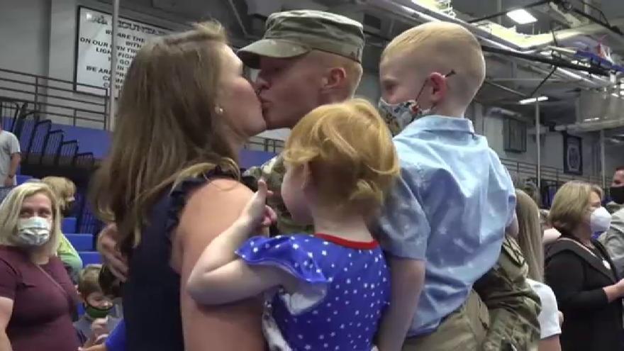 Emotivo regreso de 140 soldados estadounidenses tras 9 meses en Afganistán