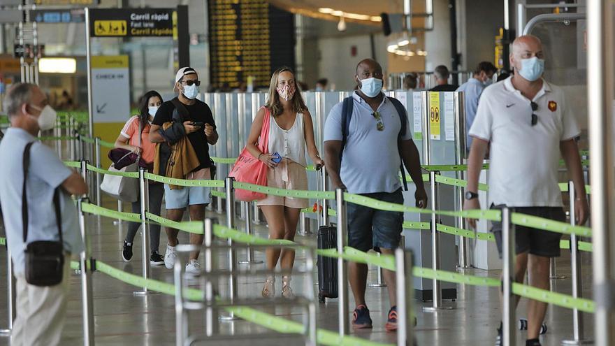 El aeropuerto de Manises registra un 66% menos vuelos que en 2019