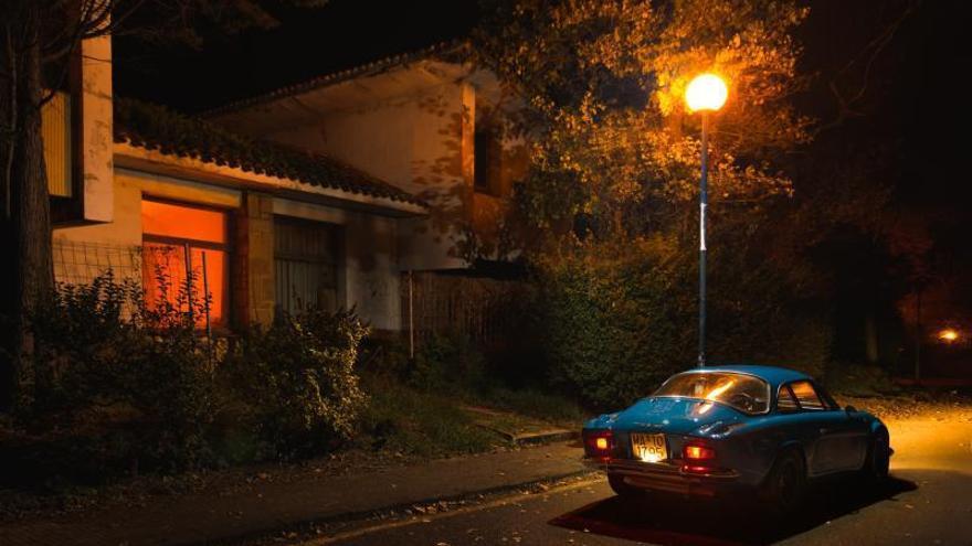 Retrato nocturno del abandono de Perlora: las fotos de la ruina de una joya arquitectónica