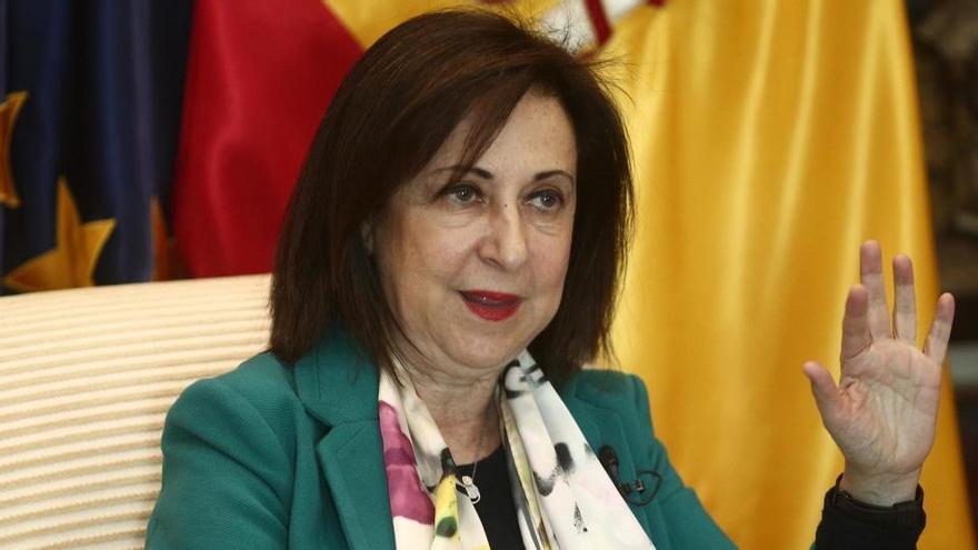 """Robles acusa a Podemos de estar """"cuestionando las instituciones"""""""