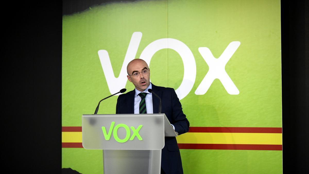 El portavoz político de Vox, Jorge Buxadé, durante la rueda de prensa.
