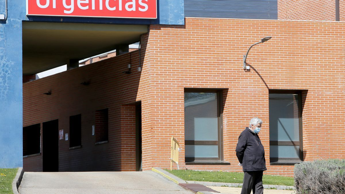 Puerta de urgencias del hospital de Medina del Campo.