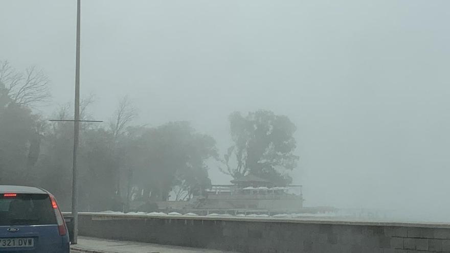 Bandera roja en todas las playas de Málaga por la niebla