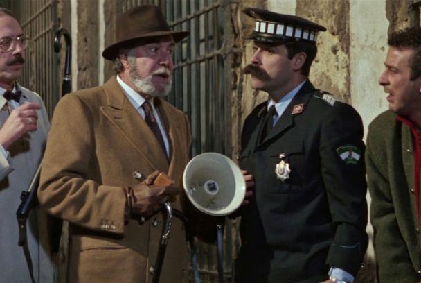 1988 Fotograma de la película Pasodoble, rodada en el Palacio de Viana.