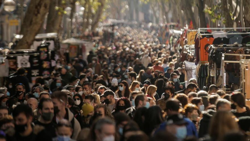 El Rastro de Madrid reabre con restricciones 37 domingos después