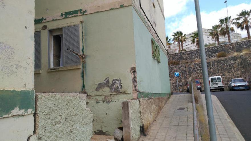 La AV Tres Barrios de Santa María del Mar pide acabar el acerado del bloque 47