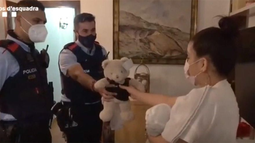 Dos mossos reaniman a un bebé que no respiraba en Barcelona
