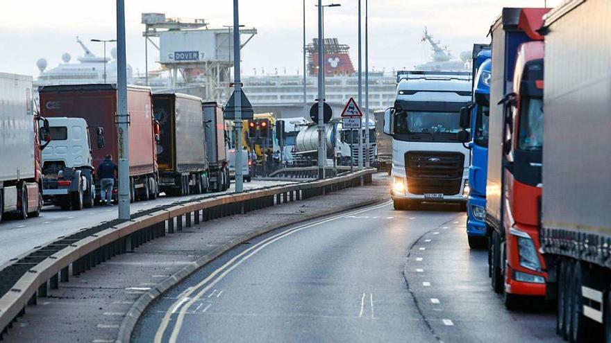 Francia deja volver de Reino Unido a los camiones atrapados
