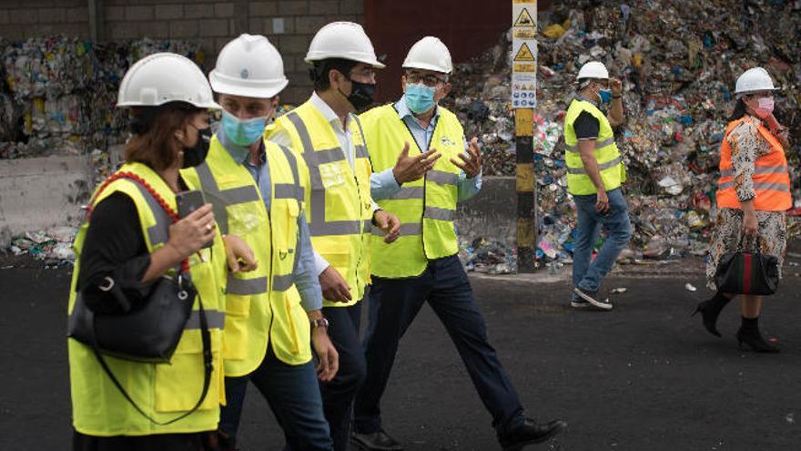 Retiradas 2.500 toneladas de neumáticos del complejo ambiental de Arico