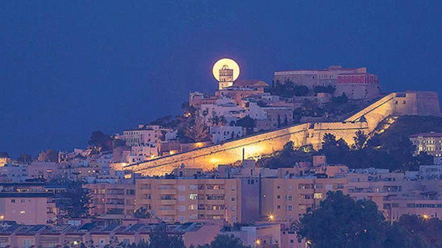 Un passeig entre les estrelles d'Eivissa