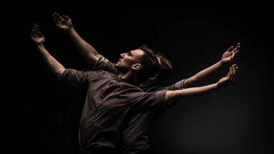 Daniel Doña revisita su trayectoria coreográfica en València con 'Retrospectiva 2.0'