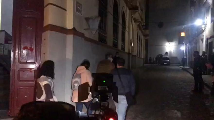 La alcaldesa de Alburquerque sufre un escrache a la salida del pleno de anoche