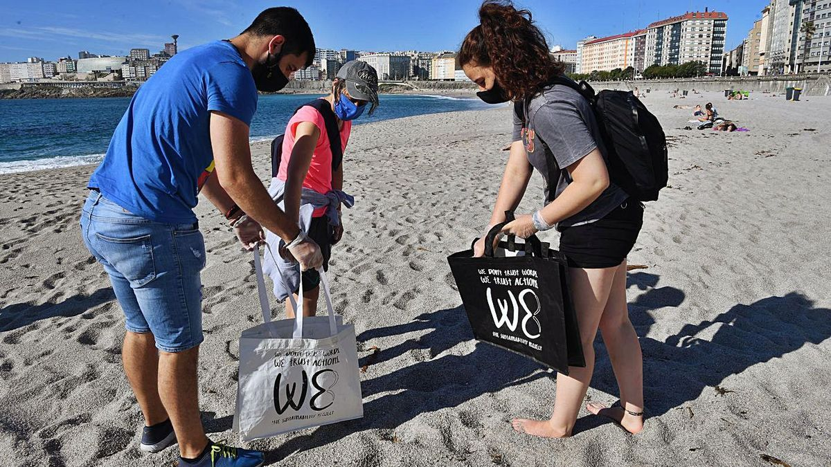 Limpieza de playas por el Día Mundial de los Océanos | CARLOS PARDELLAS