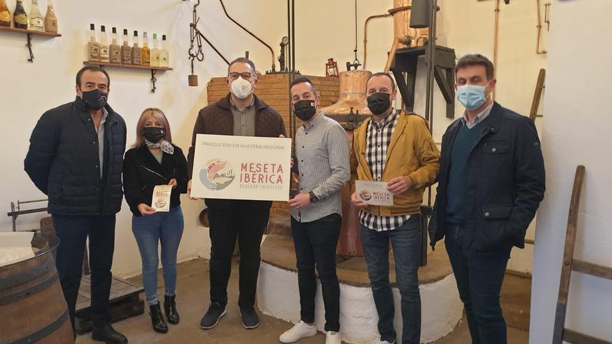 Aguardientes Cervato recibe el reconocimiento de Meseta Ibérica