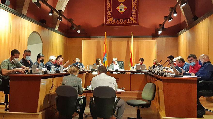 El ple de Castelló d'Empúries aprova la constitució de la Taula d'Acció Social