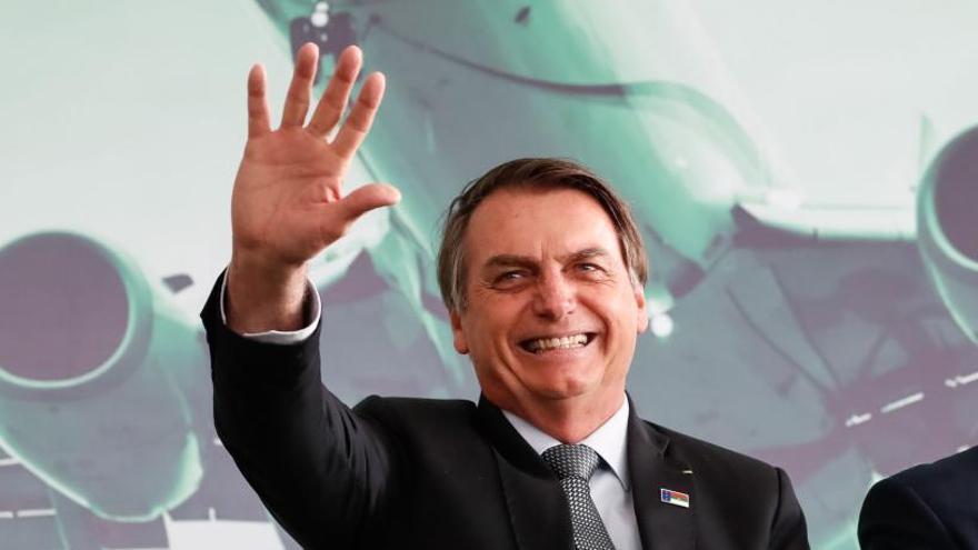 Los teléfonos de Bolsonaro fueron 'hackeados' por cuatro piratas informáticos