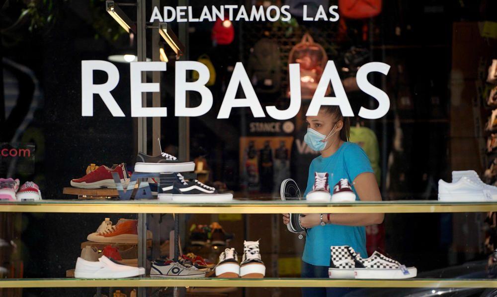 MADRID. 18.05.2020. CORONAVIRUS COVID-19. Apertura de comercios en Fase 0, pero con menos restricciones. Rebajas.  FOTO: JOSE LUIS ROCA