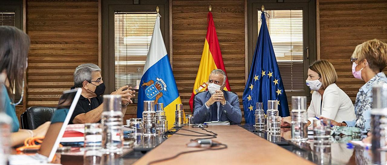 Reunión, ayer, del Consejo de Gobierno en Las Palmas de Gran Canaria. | | LP/DLP