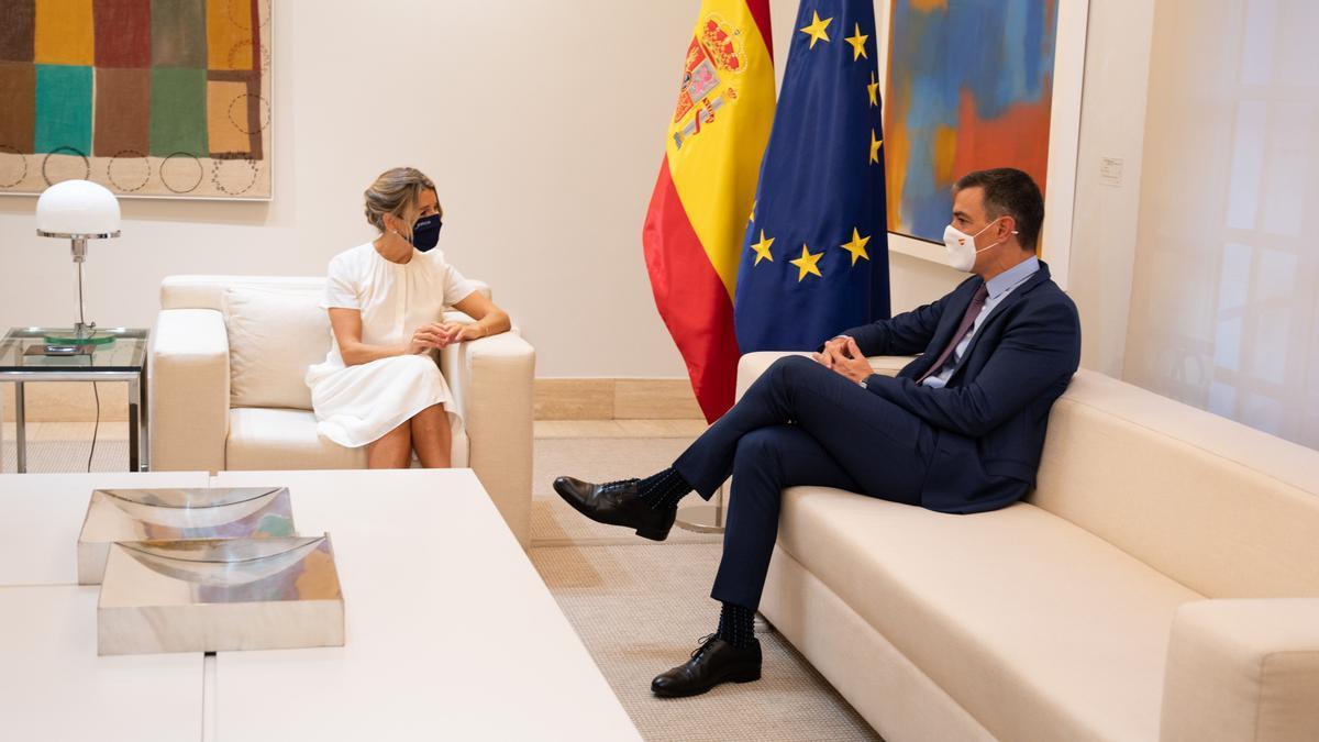 El president del govern espanyol, Pedro Sánchez, i de la vicepresidenta segona, Yolanda Díaz, al Palau de la Moncloa
