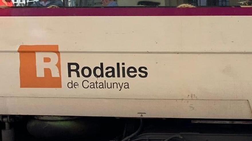 Un tren de Rodalies descarrila en la Estació de França