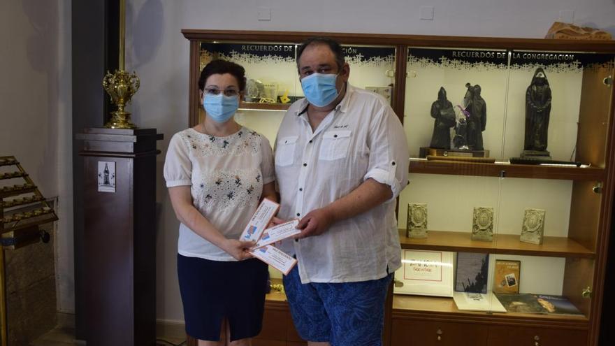 La cofradía de Jesús Nazareno dona 800 euros a Cáritas Zamora para la compra de alimentos frescos