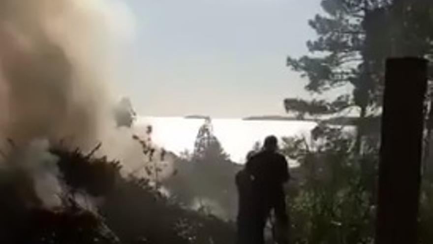 Sofocan un incendio causado por una quema en Sanxenxo