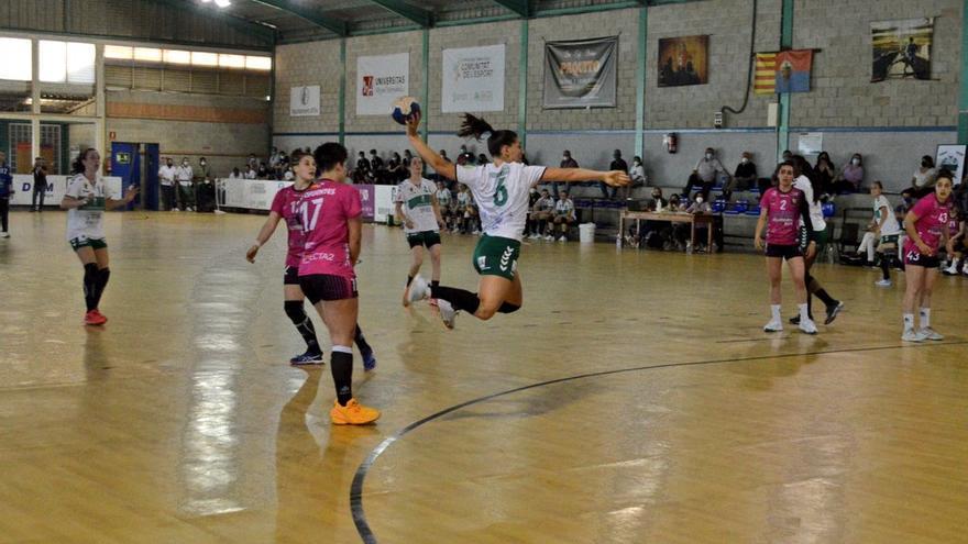 El Club Balonmano Elche tropieza en el peor momento (22-25)