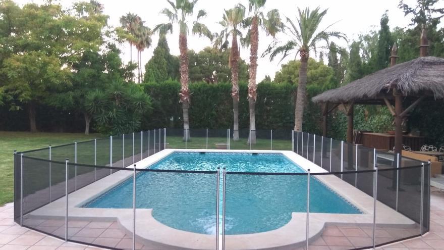 Vallas de piscinas para proteger a los niños de caídas y ahogamiento