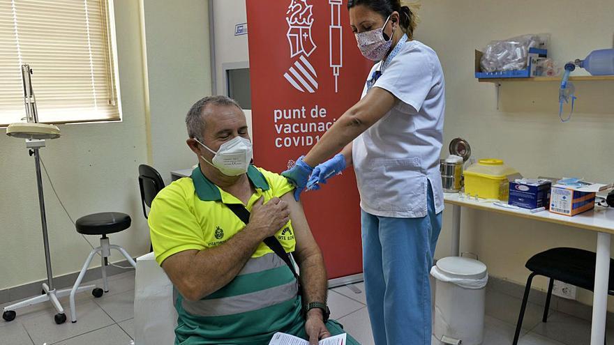 Sanidad empieza con Urbaser la vacunación en empresas de Elche