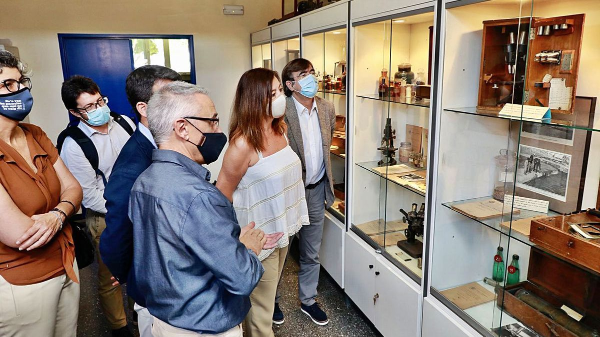 Francina Armengol y Francesc Antich visitaron ayer el actual Centro Oceanográfico.