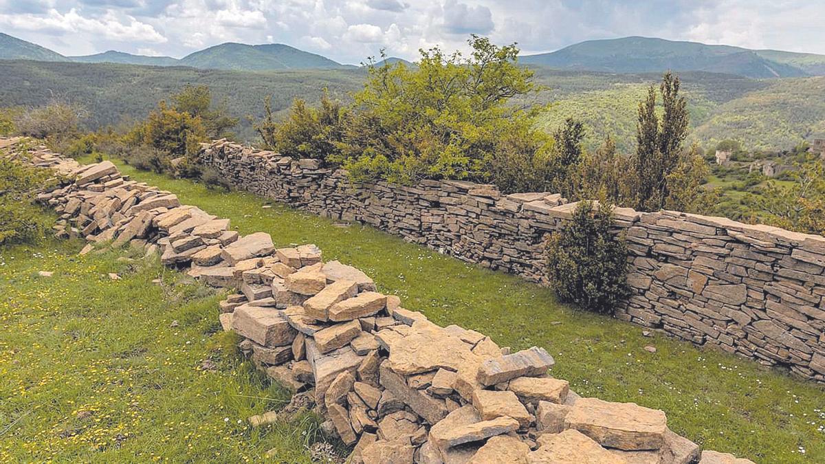 Algunos aerogeneradores está previsto que se eleven en terrenos con zonas protegidas, como la construcción en piedra seca, patrimonio de la UNESCO.