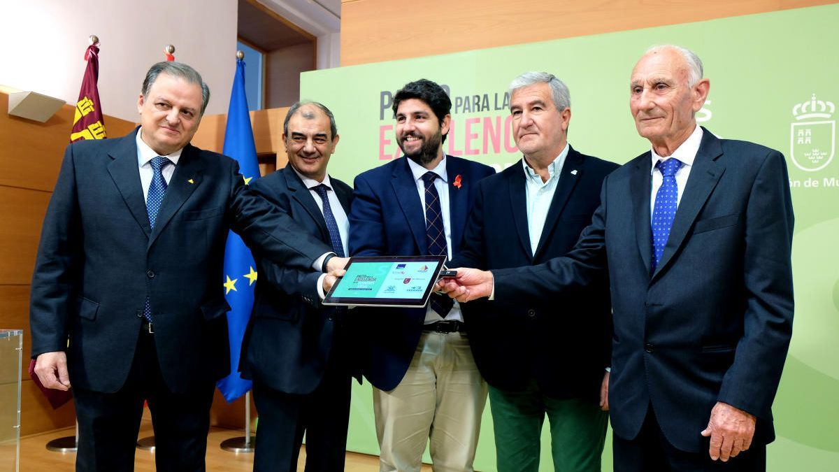 Firma del Pacto por la Excelencia de la Economía Social de la Región, en diciembre de 2017.