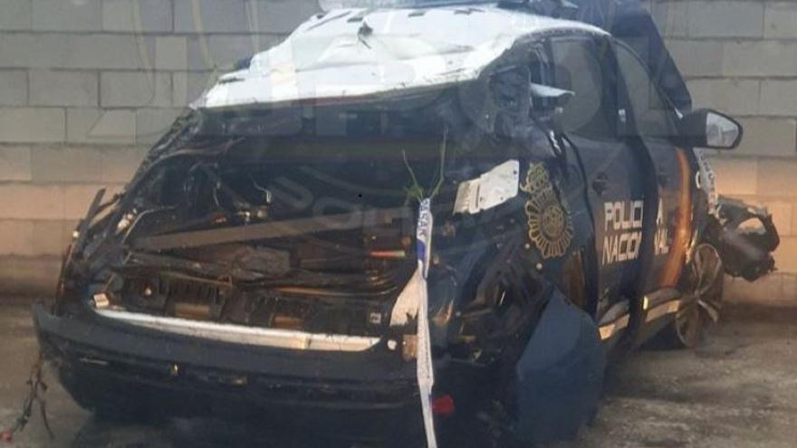 Espectacular accidente de un radiopatrulla de Fuengirola durante una persecución