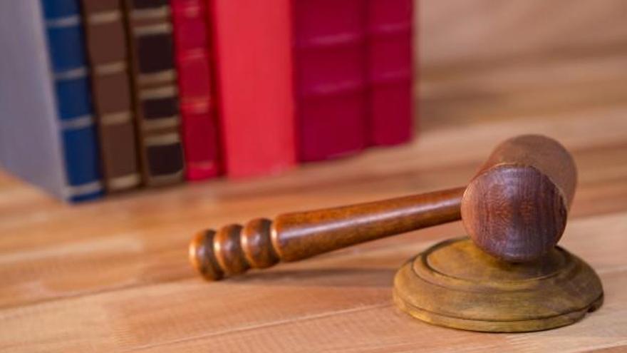 Piden cinco años de cárcel a los acusados de estafar 202.000 euros a ElPozo