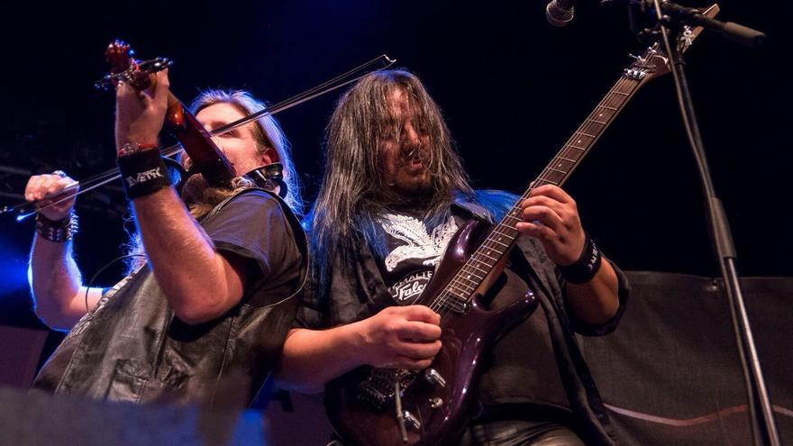 Metal de Año Nuevo con Eveth