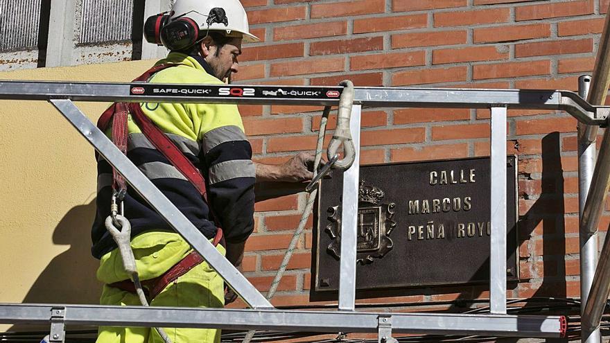 El retorno efímero de 17 calles franquistas: Oviedo repone los anteriores nombres de las vías, que serán retirados de nuevo en pocos meses