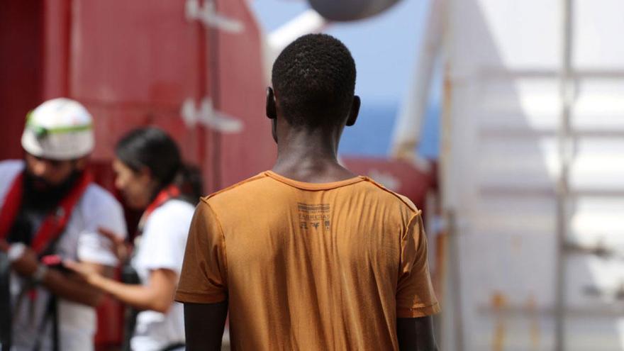 """A bordo del Ocean Viking: """"Salí de Sudán después de que matasen a mi padre frente a mí"""""""