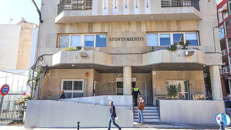 Las cuentas de los grupos municipales se quedan sobre la mesa en Torrevieja